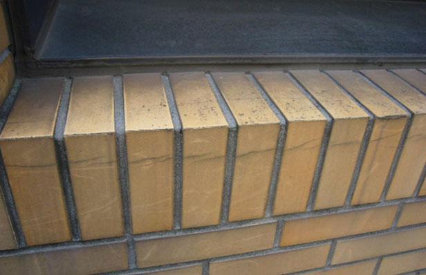 チェアゴンドラによる外壁調査サッシ廻りタイル