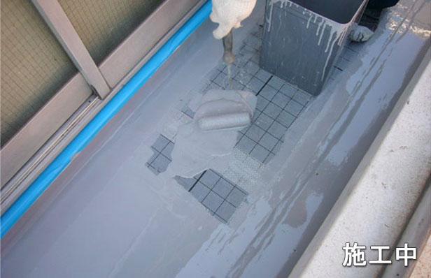 品川区バルコニー防水工事1層目塗布